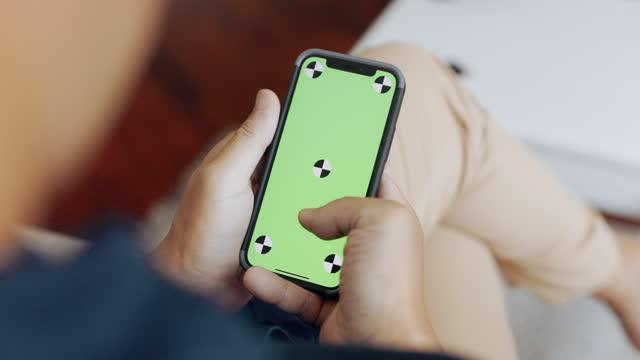vídeos de stock e filmes b-roll de mobile phone screen. stroke up. - one mature man only