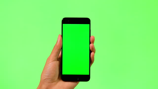 vídeos de stock e filmes b-roll de mobile phone with green screen - texto