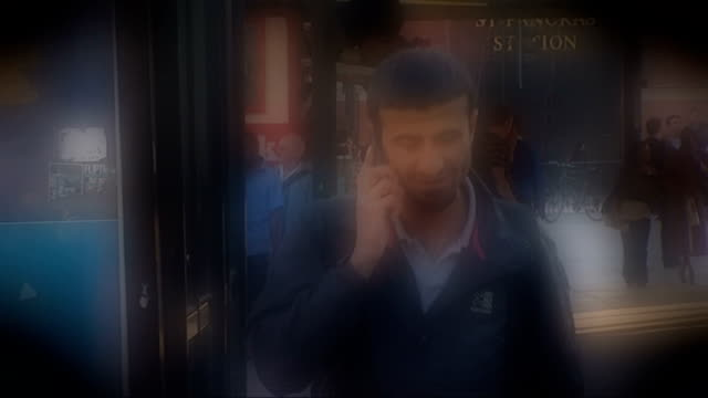 vídeos de stock, filmes e b-roll de mobile phones linked to possible brain cancer risk england london sequence various shots of people using mobile phones in street - tumor cerebral