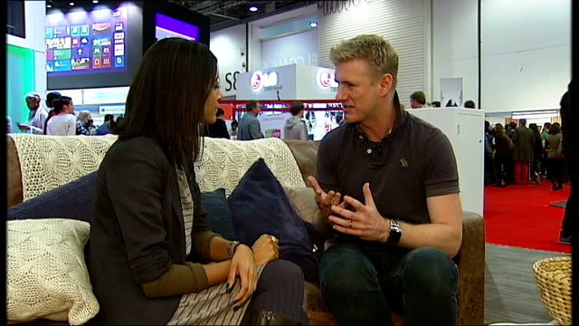 twenty years of text messaging the gadget show int close shot of people using mobile phone devices david mcclelland interview sot anonymous shots of... - text messaging video stock e b–roll
