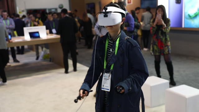vídeos de stock e filmes b-roll de mobile smart phones vr headsets and signage is displayed at the huawei technologies co booth at the 2019 consumer electronics show in las vegas... - exposição