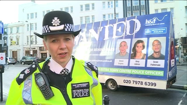 vídeos de stock e filmes b-roll de mobile van to display police 'most wanted' mugshots mobile 'rogues gallery' van parked in street chief superintendent lucy d'orsi interview sot... - fotografia de arquivo policial