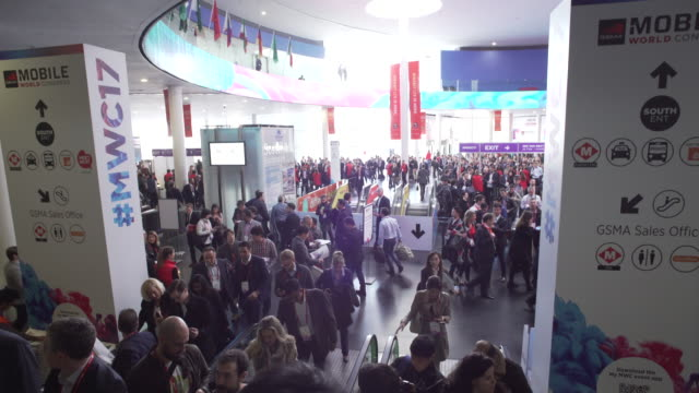 stockvideo's en b-roll-footage met mobile world congress barcelona hall - conferentie