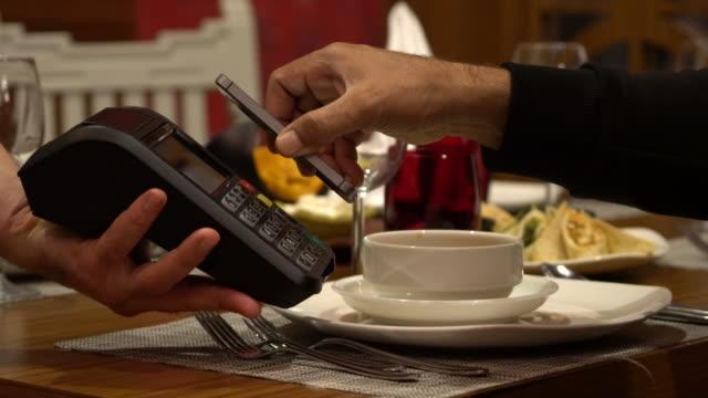 mobile /非接触型決済 - クレジット決済点の映像素材/bロール