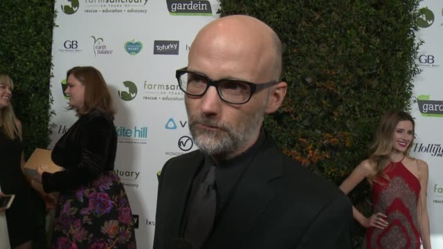 moby on what brings him out tonight. on his long time vegan lifestyle. on farm sanctuary's work at farm sanctuary's 30th anniversary gala in los... - モービー点の映像素材/bロール