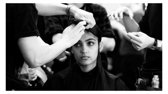 vidéos et rushes de a model has their hair made up backstage at the edward crutchley fashion show during london fashion week men's on june 9 2018 in london england - semaine de la mode de londres