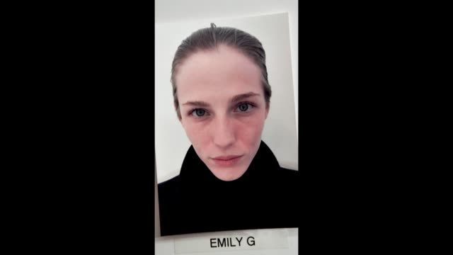 vidéos et rushes de a model is seen backstage during london fashion week 2018 on february 17 2018 in london england - collection automne hiver