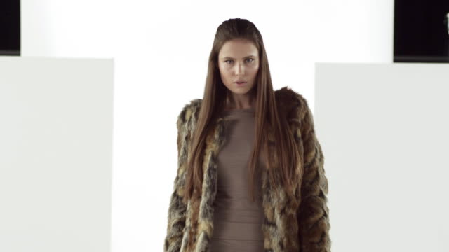 model removing fur coat on catwalk at fashion show - pelliccia materiale tessile video stock e b–roll
