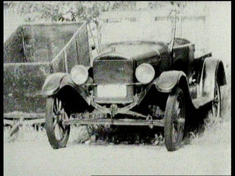 vidéos et rushes de model t ford antique car in taft california - ford model t