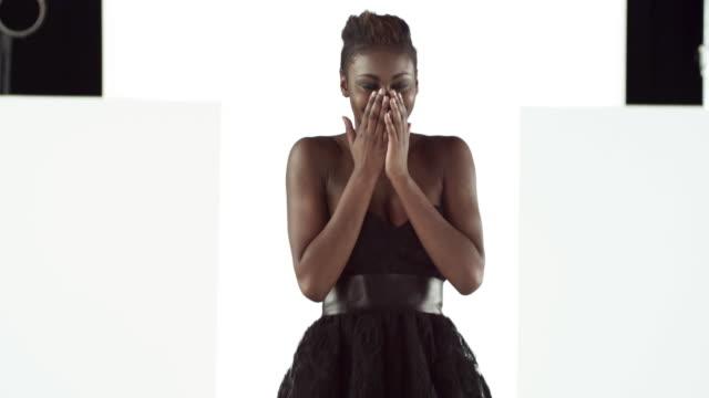 model tripping up on catwalk at fashion show - laufsteg stock-videos und b-roll-filmmaterial