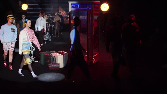 stockvideo's en b-roll-footage met model walks the runway at the brain & beast fashion show during mercedes benz fashion week madrid april 2021 at ifema on april 9, 2021 in madrid,... - modeweek