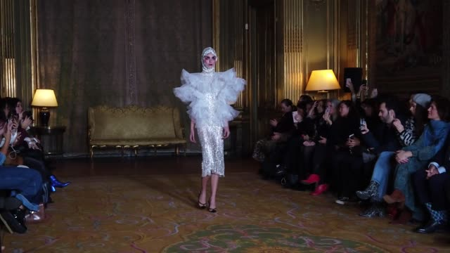model walks the runway during the juana martin haute couture spring/summer 2020 show as part of paris fashion week on january 23, 2020 in paris,... - paris fashion week - haute couture spring/summer 2020点の映像素材/bロール