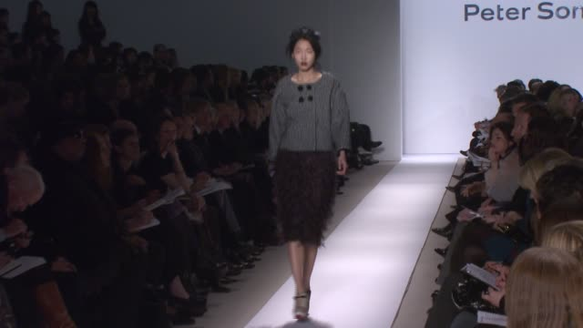 a model walks the runway wearing peter som at the mercedesbenz fashion week fall 2008 peter som runway show at bryant park in new york new york on... - peter som marchio di design video stock e b–roll