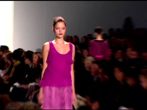 model wearing peter som fall 2007 at the mercedesbenz fashion week fall 2007 peter som runway at gotham hall in new york new york on february 7 2007 - peter som marchio di design video stock e b–roll