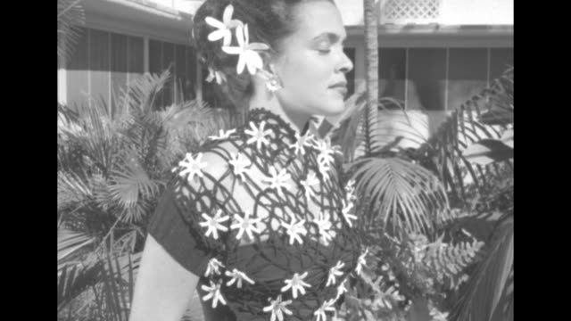 vs model wears a dress decorated with tahitian gardenias and real ones in her hair / vs with scenic view behind she wears a dress decorated with... - anthurium stock videos & royalty-free footage
