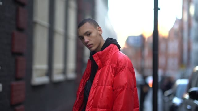 stockvideo's en b-roll-footage met a model wears a red puffer coat during london fashion week men's january 2018 on january 07 2018 in london england - ski jack