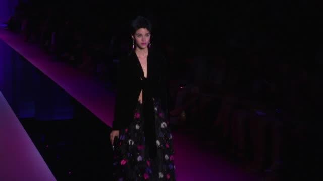 vídeos de stock, filmes e b-roll de models and designer giorgio armani on the runway of the haute couture fashion show in paris paris france on tuesday june 7 2015 - giorgio armani marca de moda