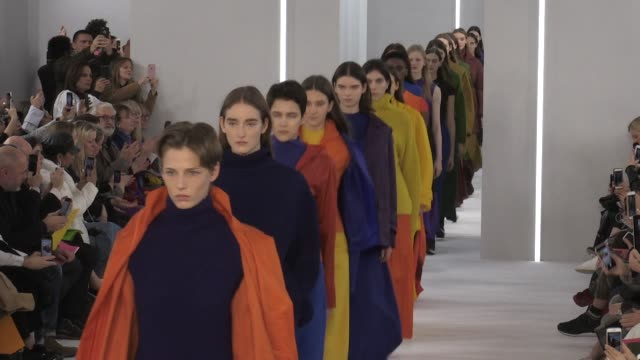 vídeos de stock, filmes e b-roll de models and designer jasper conran on the runway for the jasper conran ready to wear fall winter 2018 fashion show in london london, uk, on saturday,... - 2018