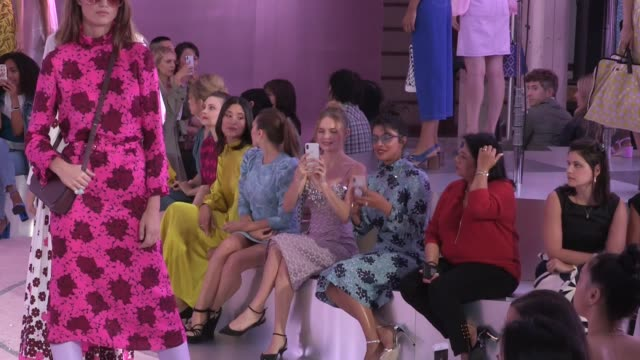 models and designer nicola glass on the runway of the kate spade spring summer 2019 fashion show in new york city also priyanka chopra kate bosworth... - kate bosworth stock-videos und b-roll-filmmaterial