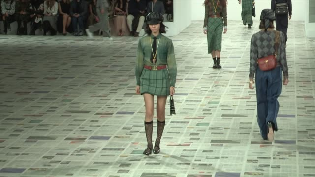 stockvideo's en b-roll-footage met models and designer on the runway for the dior ready to wear fall winter 2020 fashion show in paris. tuesday 25, february 2020. paris, france - catwalk toneel