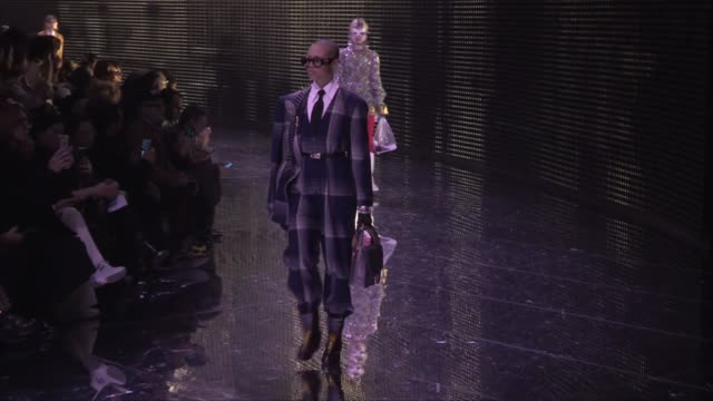 stockvideo's en b-roll-footage met models and designer on the runway for the gucci ready to wear fall winter 2019 fashion show in milan wednesday 20 february 2019 milan italy - modeweek
