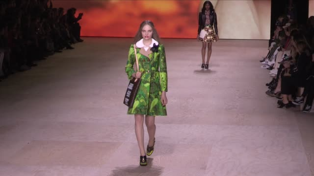 stockvideo's en b-roll-footage met models and designer on the runway for the louis vuitton ready to wear spring summer 2020 fashion show in paris paris france on tuesday october 1st... - louis vuitton modelabel