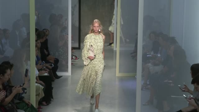 models and designer on the runway for the marni ready to wear fashion show spring summer 2017 in milan on september 25 2016 in milan italy - marni stock videos & royalty-free footage