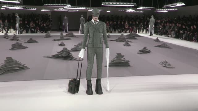 models and designer on the runway for the thom browne menswear fall winter 2017 fashion show in paris on january 22, 2017 in paris, france. - デザイナー服点の映像素材/bロール