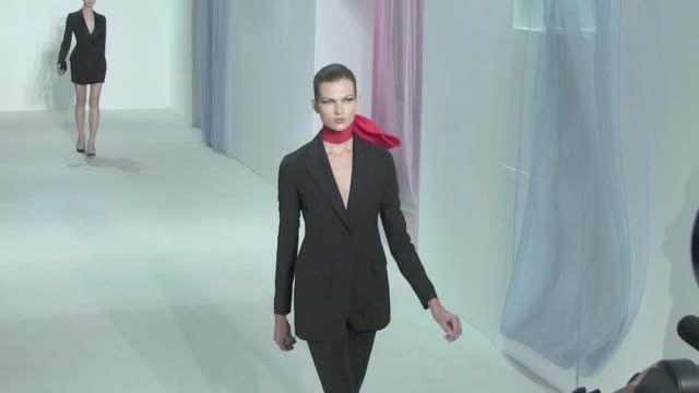 stockvideo's en b-roll-footage met models and designer raf simmons on the runway for dior's fashion show ready to wear springsummer 2013 collections 2013 paris dior runway on september... - 2013
