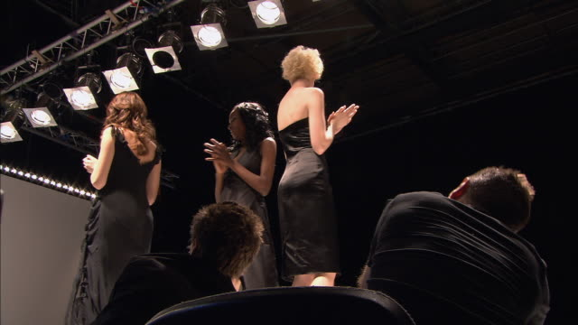 la ms models and designer walking onto catwalk as audience claps at end of fashion show/ ms models and designer walking off catwalk/ london, england - この撮影のクリップをもっと見る 1064点の映像素材/bロール