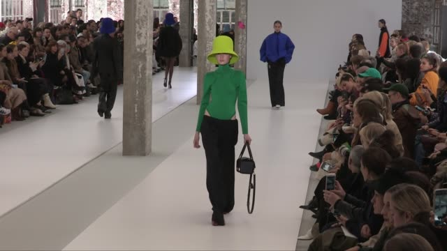 stockvideo's en b-roll-footage met models and designers rushemy botter and lisi herrebrugh on the runway for the nina ricci ready to wear fall winter 2019 fashion show in paris friday... - dameskleding