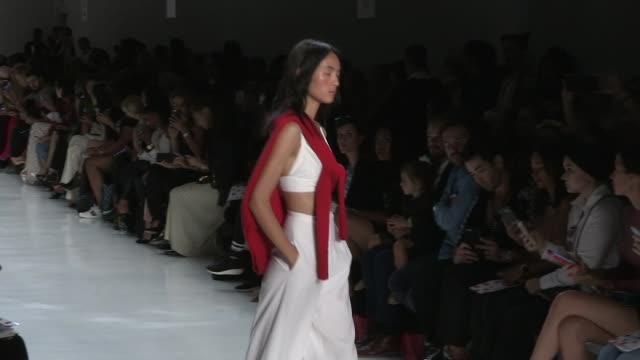 models and designers shaikha noor al khalifa and shaikha haya al khalifa on the runway for the noon by noor ready to wear spring summer 2018 fashion... - mittag stock-videos und b-roll-filmmaterial
