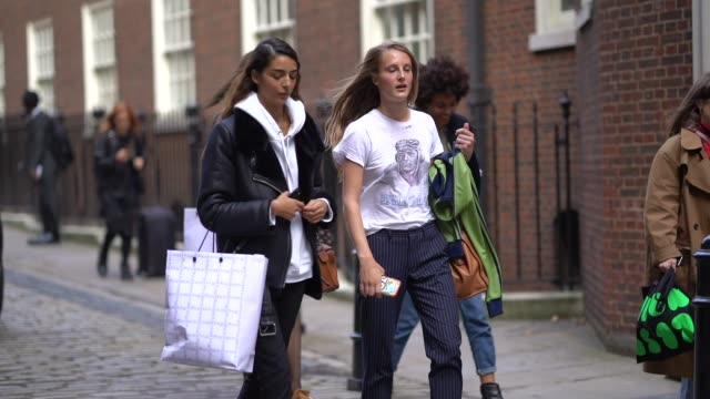 models are seen outside simone rocha during london fashion week september 2017 on september 16 2017 in london england - day 2 stock videos & royalty-free footage