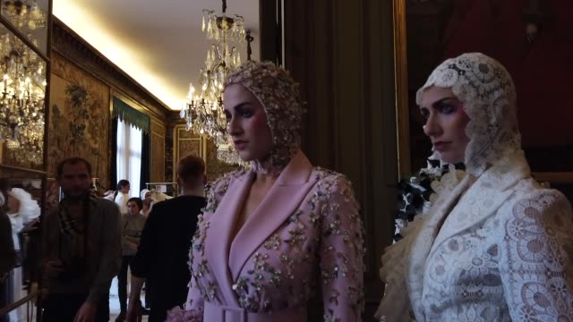 models backstage ahead of the juana martin haute couture spring/summer 2020 show as part of paris fashion week on january 23, 2020 in paris, france. - paris fashion week - haute couture spring/summer 2020点の映像素材/bロール
