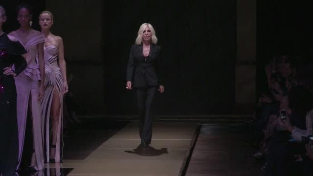 models bella hadid karen elson irina shayk and fellow models plus designer donatella versace on the runway for the atelier versace haute couture... - fashion collection stock videos & royalty-free footage