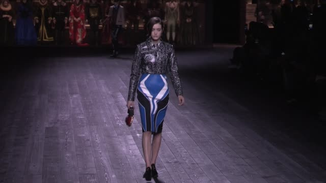 models, designer nicolas ghesquiere and more on the runway for the louis vuitton ready to wear fall winter 2020 fashion show in paris tuesday 3rd,... - laufsteg stock-videos und b-roll-filmmaterial