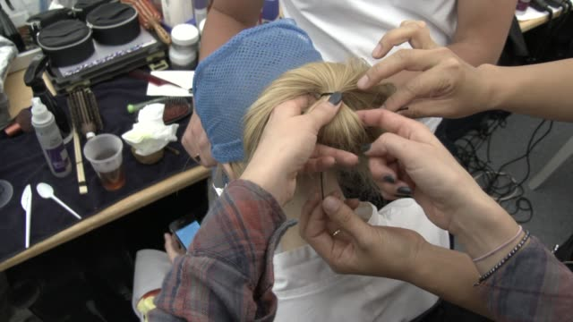 vidéos et rushes de models having their hair and makeup done backstage at issey miyake ss15 at espace ephemere tuileries on september 26 2014 in paris france - ming