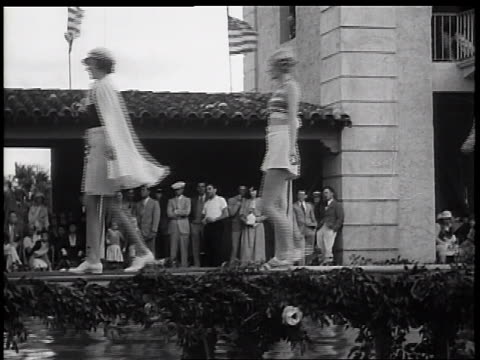 vidéos et rushes de models in swimwear on catwalk in outdoor fashion show / miami, florida / newsreel - maillot une pièce