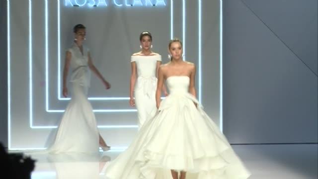 models joana sanz rocio crusset walk the runway for the rosa clara bridal new collection during the 'barcelona bridal fashion week 2016' at fira... - ジョアナ・サンス点の映像素材/bロール