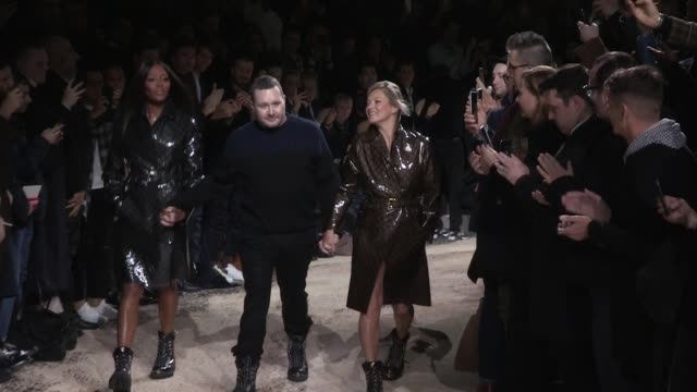 models kate moss and naomi campbell on the runway for the louis vuitton menswear fall winter 2018 fashion show and the last show as vuitton's... - paris fashion week stock videos & royalty-free footage