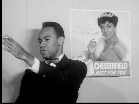 1953 b/w montage models posing and designers watching, new york city, new york, usa, audio - 社会史点の映像素材/bロール