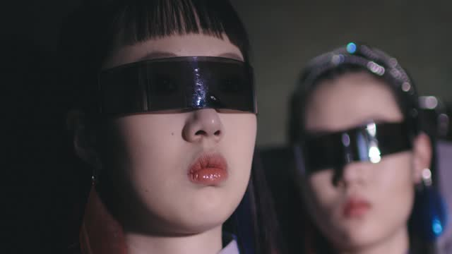 models prepare backstage before the college of art beijing union university show during the 2021 china graduate fashion week on may 17, 2021 in... - デザイナー服点の映像素材/bロール