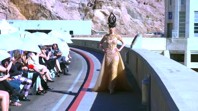 vídeos de stock, filmes e b-roll de models present creations during the j summer fashion show organized by vietnamese model and fashion show producer jessica minh anh on hoover dam in... - represa hoover