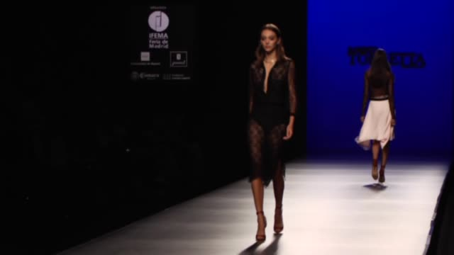 models showcase designs by roberto torretto on the runway during mercedes-benz fashion week madrid spring/summer 2016 on september 19, 2015 in... - ファッションコレクション点の映像素材/bロール