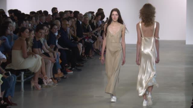 vídeos de stock e filmes b-roll de models walk the runway at calvin klein collection new york fashion week s/s 2016 at spring studios on september 17 2015 in new york city - desfile de moda