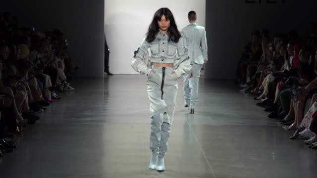 vídeos y material grabado en eventos de stock de xu zhi runway september 2019 nyfw at gallery ii at spring studios on september 08 2019 in new york city - semana de la moda de nueva york