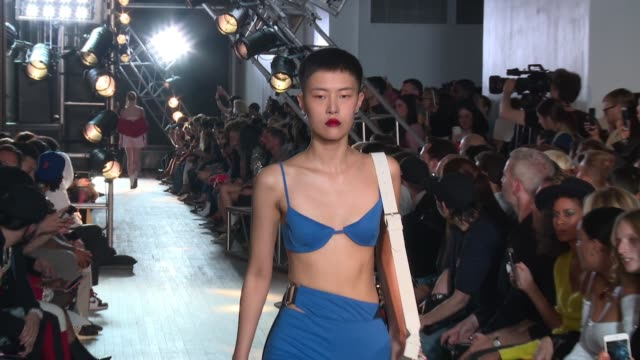 vídeos y material grabado en eventos de stock de models walk the runway at helmut lang seen by shayne oliver new york fashion week spring 2018 at tbd on september 11 2017 in new york city - semana de la moda de nueva york