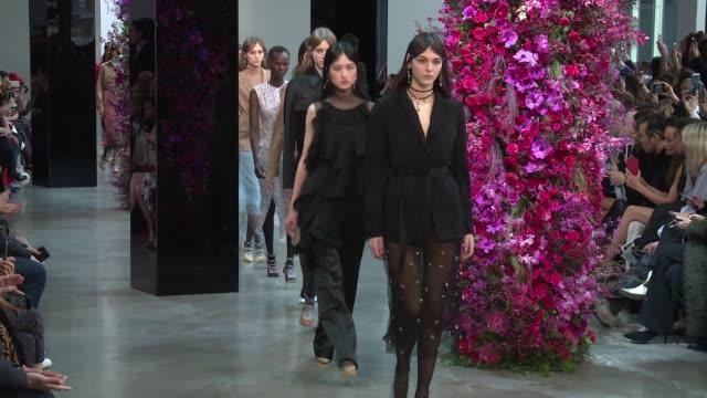 models walk the runway at jason wu - new york fashion week at gallery i at spring studios on february 09, 2018 in new york city. - ニューヨークファッションウィーク点の映像素材/bロール