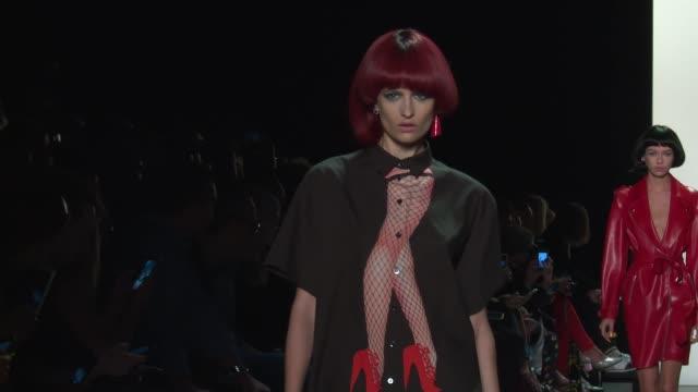 stockvideo's en b-roll-footage met models walk the runway at jeremy scott september 2016 new york fashion week at the arc skylight at moynihan station on september 12 2016 in new york... - moynihan station