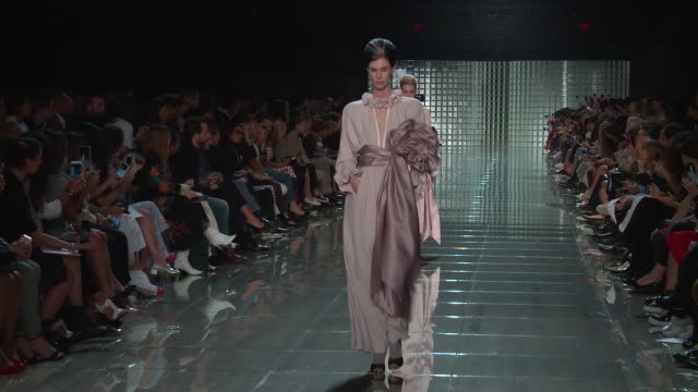 models walk the runway at marc jacobs - runway - september 2018 - new york fashion week at park avenue armory on september 12, 2018 in new york city. - ramp stock videos & royalty-free footage